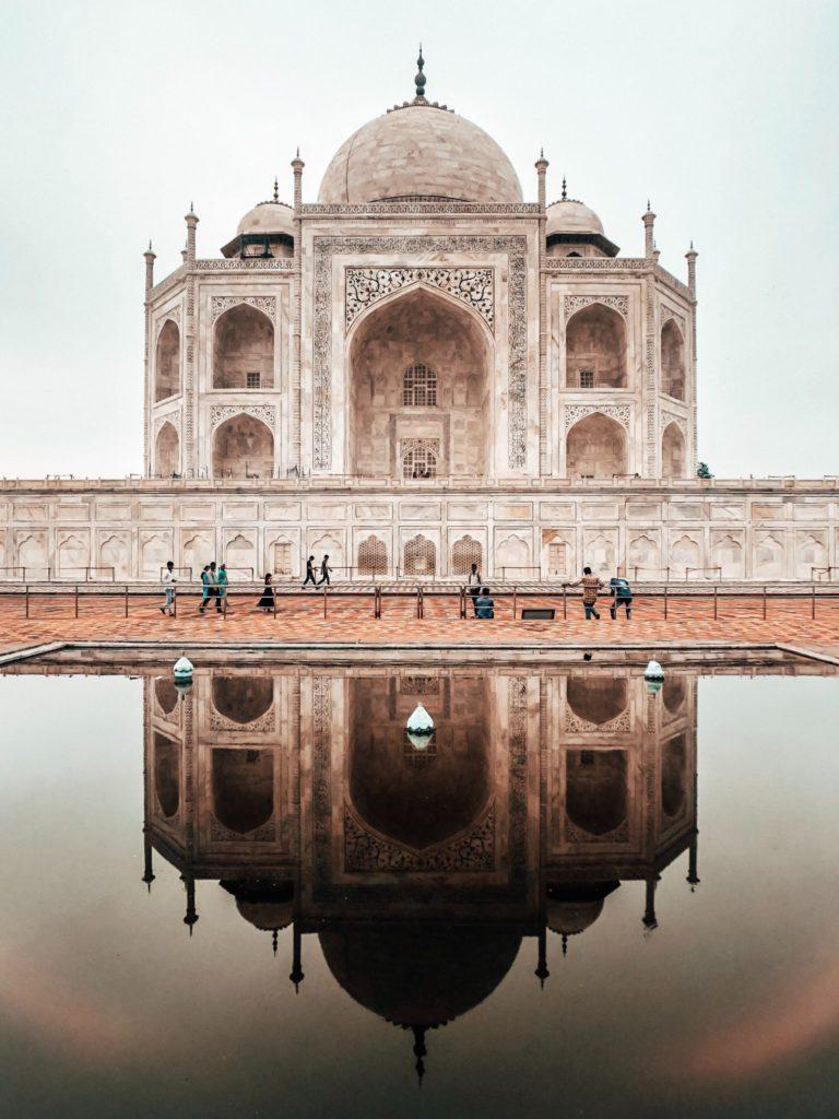 Taj Mahal et son reflet en Inde