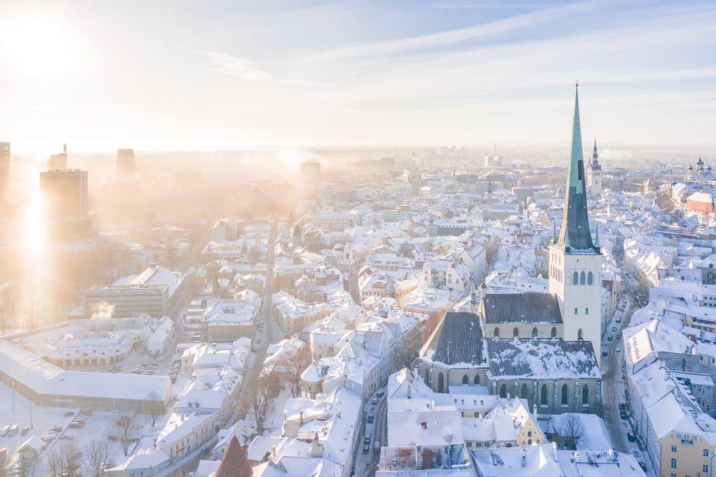 Vue en hauteur sur la ville de Tallinn en Estonie