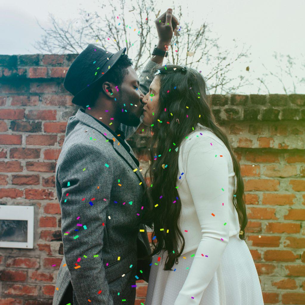 tenue originale pour mariage civil chapeau et gilet