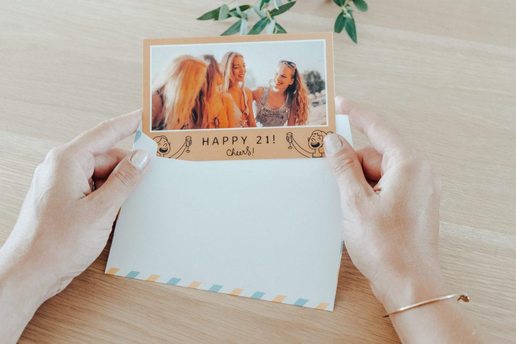 carte orange avec texte d'anniversaire pour meilleure amie