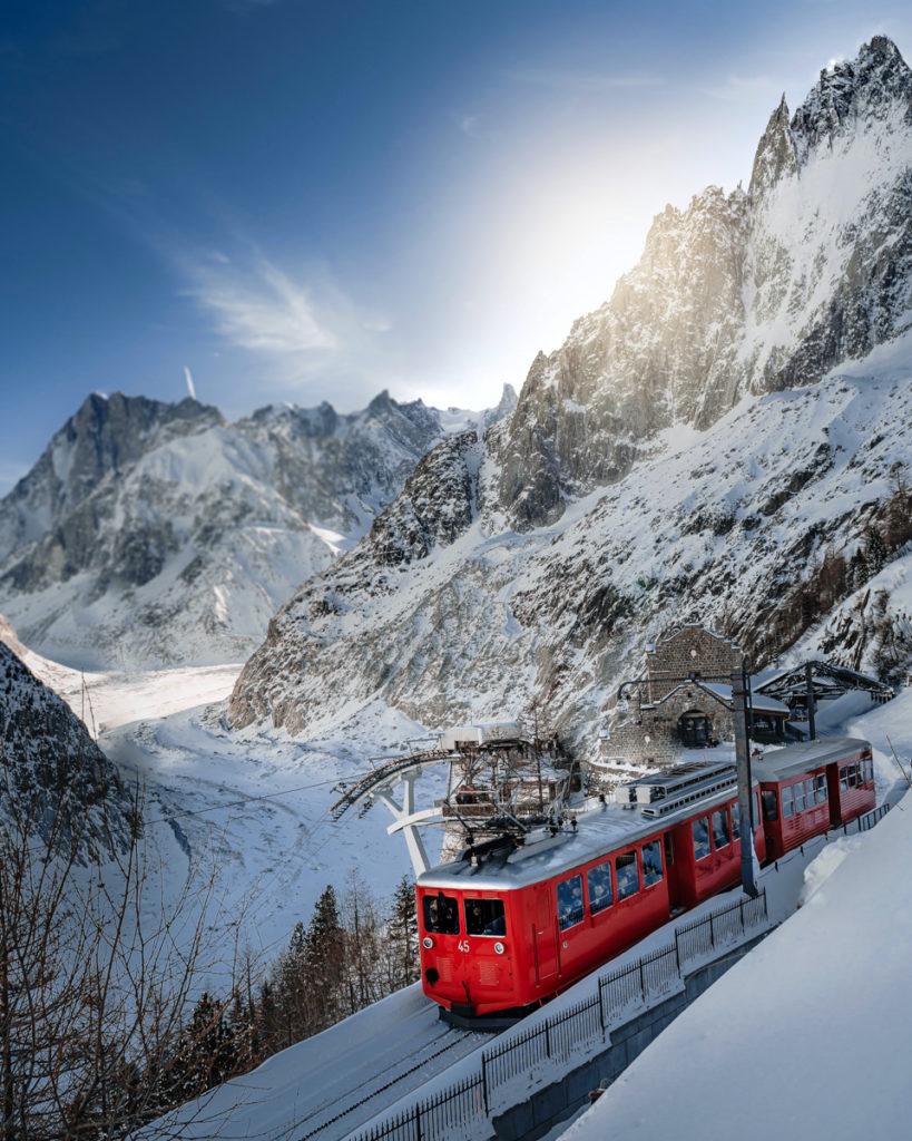 Train rouge de Chamonix pour rejoindre la Mer de Glace