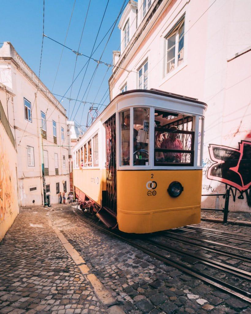 prendre le tramway à lisbonne en septembre