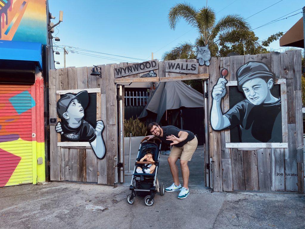 Baptiste de Fizzer et sa fille a Wynwood Miami