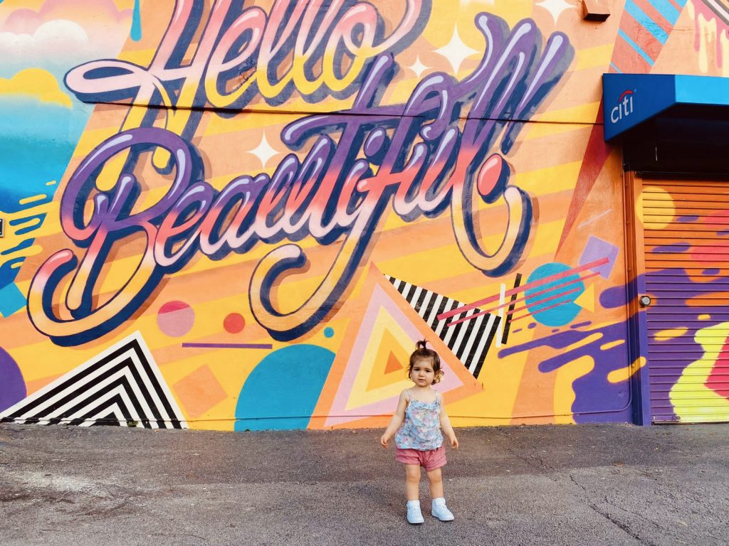 Peinture streetart Hello Beautiful a Wynwood Miami